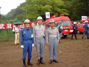 右が谷川東京都副知事、左が新井東京消防庁次長